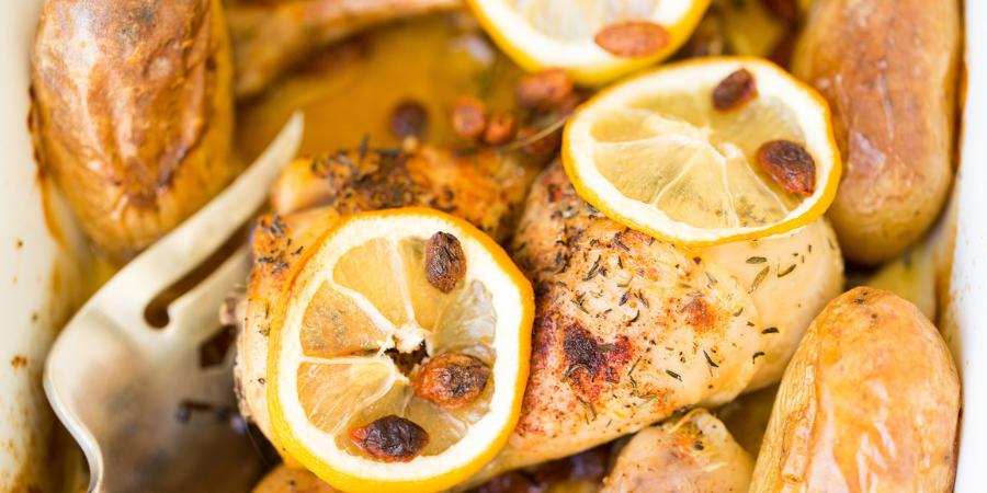 Cómo hacer pollo rostizado y patatas en horno eléctrico